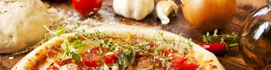 Csavart, sajttal töltött szélű pizza: 32 cm-es pizza esetén +300 Ft,  60 cm-es esetén +800 Ft.
